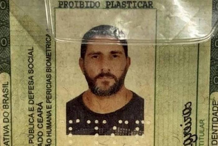 Identidade falsa usada pelo ex-capitão Adriano apreendida na Bahia