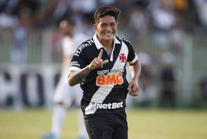 Cano festeja o seu gol sobre a Portuguesa: argentino vem mostrando que o Vasco acertou na contratação