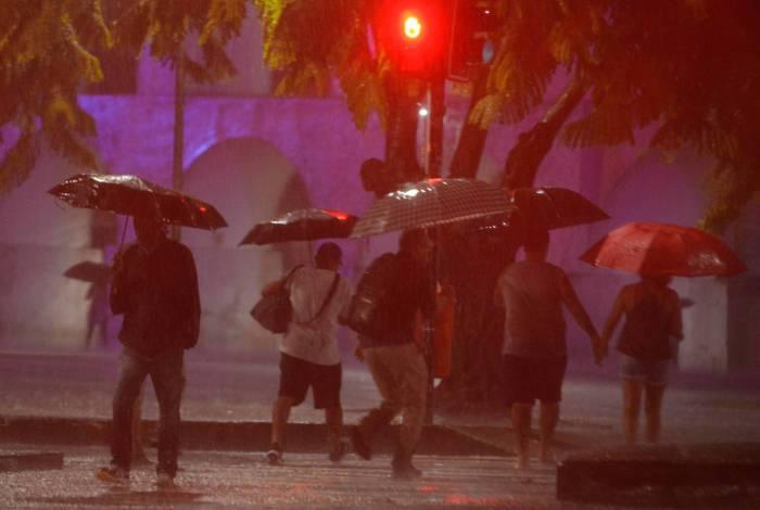 10/02/2020 - Rio de Janeiro - Noite de muita chuva no centro do Rio  -  Foto : Fabio Costa /Agencia O Dia