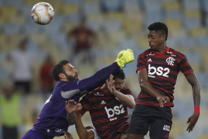 Bruno Henrique supera Adriano Imperador em gols e tem média melhor que Zico em clássicos pelo Flamengo