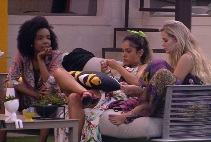 Thelma, Gizelly e Marcela fazem brincadeira de mau gosto e internautas pedem respeito a Babu
