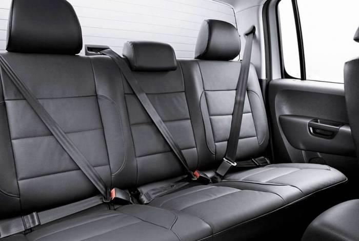 O cinto de três pontos evita que o corpo dos passageiros se choquem contra a parte estrutural do carro