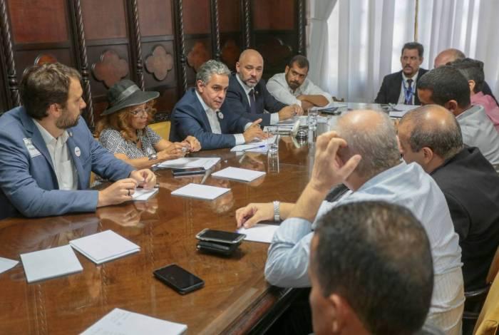 Presidente da Alerj, André Ceciliano (PT), e deputados Flávio Serafini (Psol), Márcio Pacheco (PSC) e Bruno Dauaire (PSC) se reuniram com servidores estaduais nesta quarta-feira