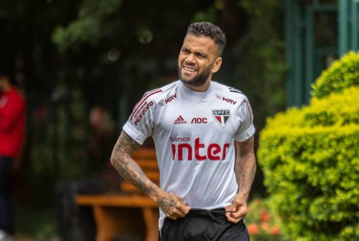Daniel Alves dá boas-vindas a Domènec Torrent e afirma que não jogaria pelo Flamengo