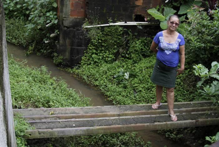 Martha Rodrigues, moradora de Ponte Coberta, Paracambi: 'Quando chove, o esgoto entra nas nossas casas'