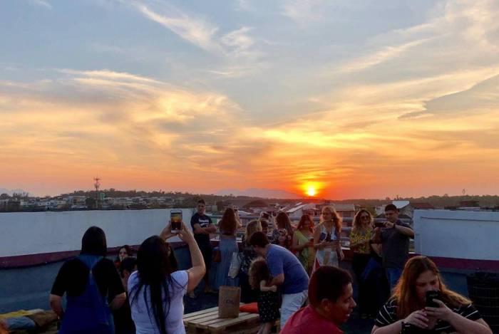 Ilha Sunset é realizado no terraço do Ilha Plaza