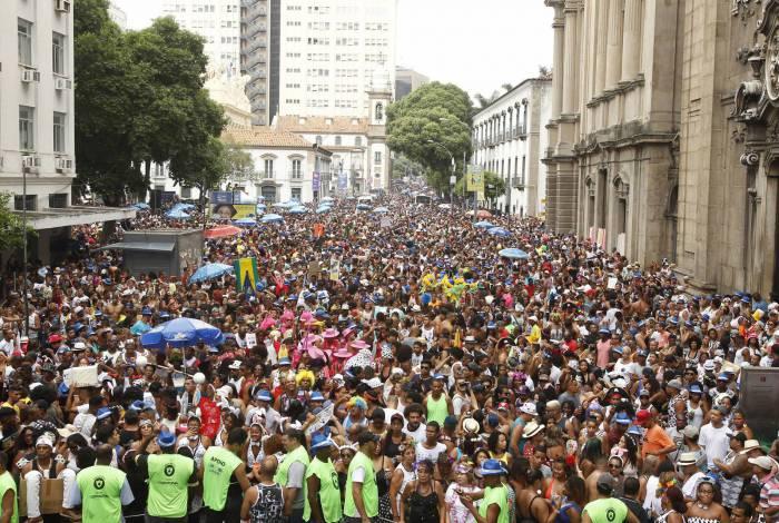 Foliões em bloco no Centro do Rio