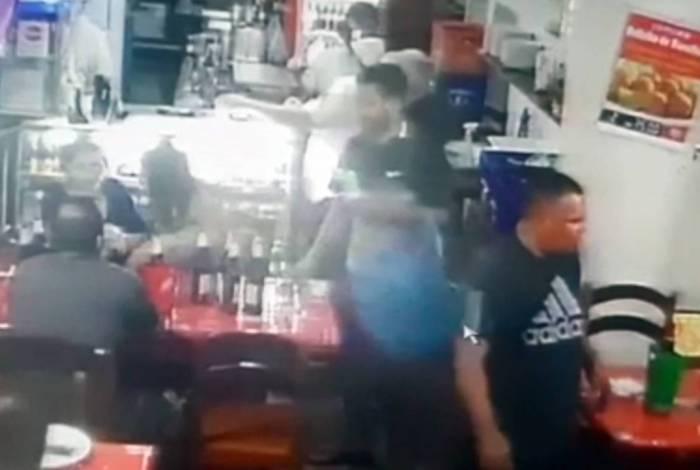 Ação de Cristiano Vieira da Silva era flagrada por câmeras de segurança dos estabelecimentos