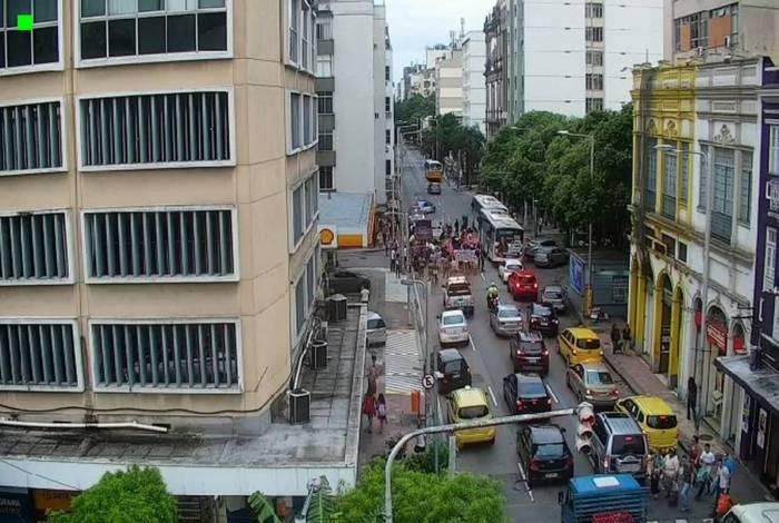Manifestação interditou parcialmente a Rua Voluntários da Pátria