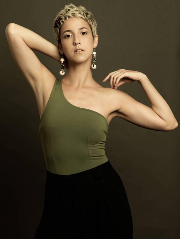 Camila Márdila,  a Amanda de 'Amor  de Mãe',  da Globo