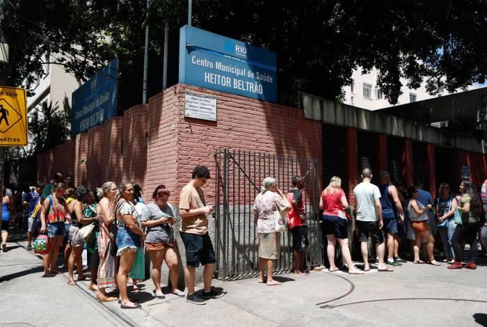 Busca por doses contra o sarampo foi grande no Centro Municipal de Saúde Heitor Beltrão, na Tijuca,