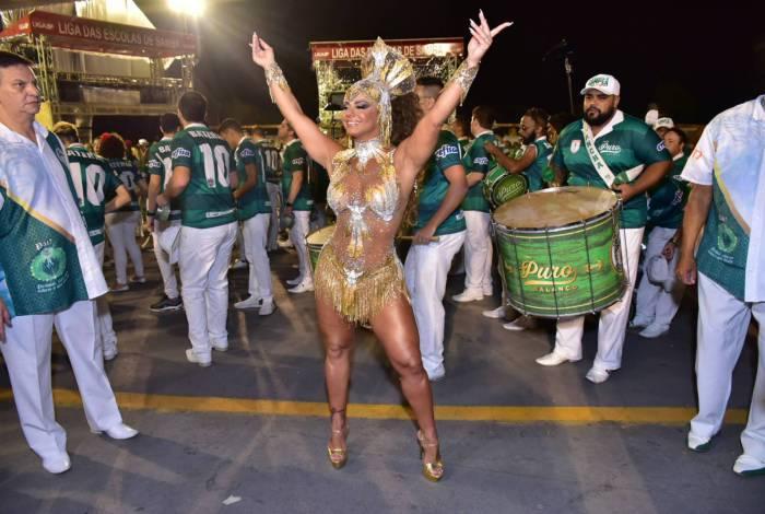 Viviane Araújo no ensaio técnico da Mancha Verde no Sambódromo do Anhembi, em São Paulo