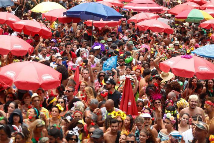 Bloco Fogo e Paixão arrastou uma multidão às ruas neste final de semana no Rio