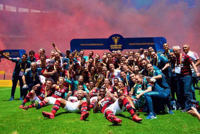 Flamengo vence o Athletico-PR e conquista a Supercopa do Brasil