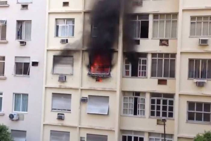 Incêndio atinge apartamento na Rua Barata Ribeiro, em Copacabana
