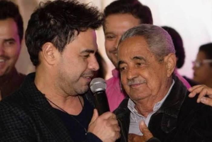 Zezé di Camargo e o pai Francisco, de 82 anos,