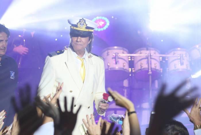 Roberto Carlos encerra o show do Projeto Emoções em Alto Mar do Navio MSC Fantasia ancorado em Búzios