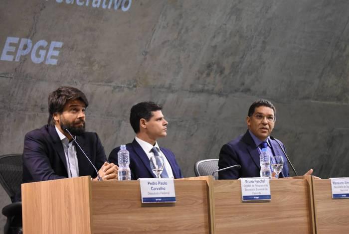 Pedro Paulo (à esquerda), ao lado de Bruno Funchal (da Secretaria Especial de Fazenda) e do secretário do Tesouro, Mansueto Almeida