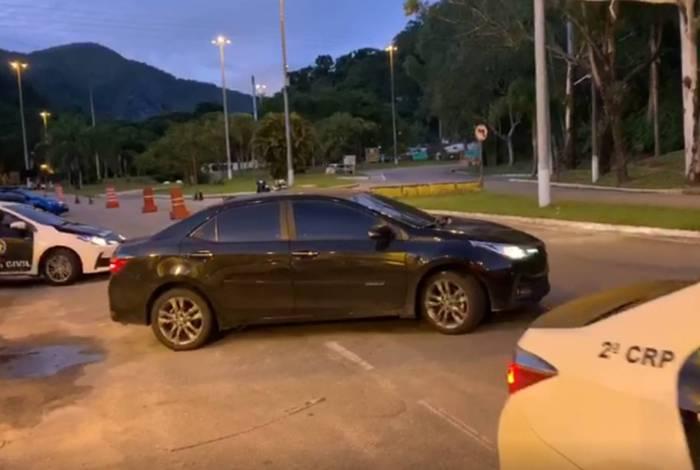 Mandados estão sendo cumpridos em Itaipava e em Copacabana