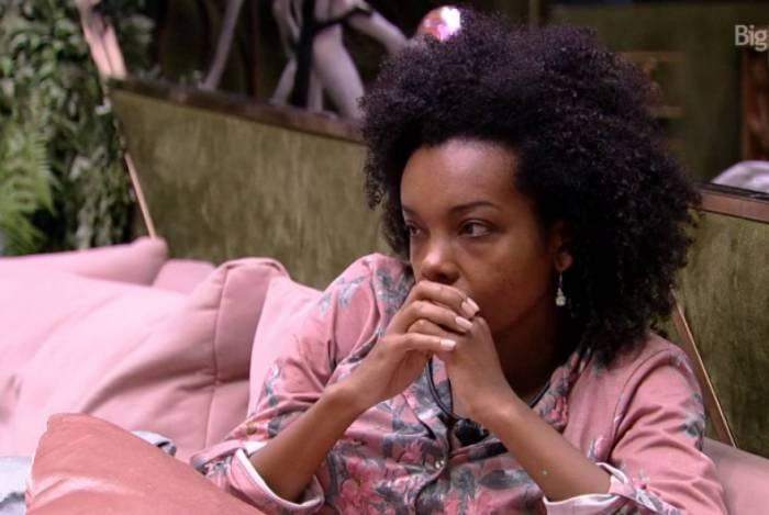Thelma chorou por causa de fome e criticou Lucas por não ter contribuído com as compras da semana