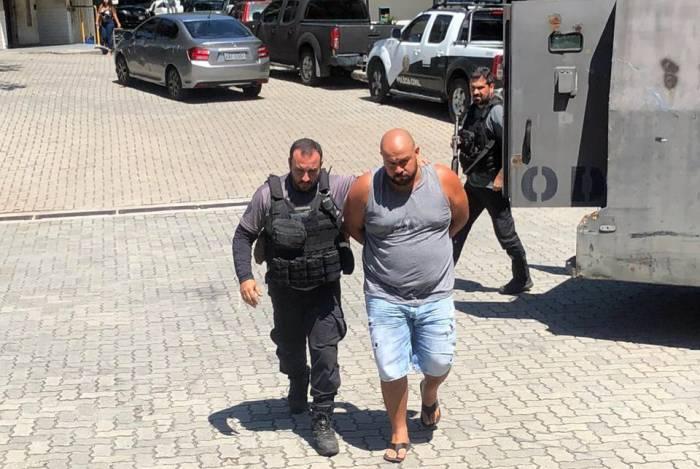 Presos estão sendo levados para a Cidade da Polícia