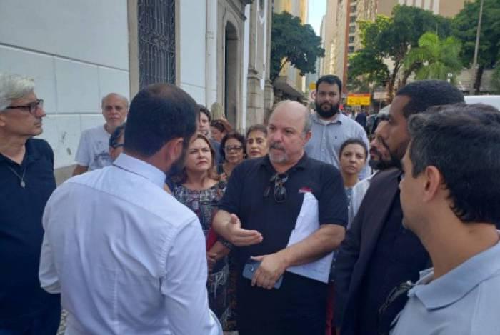 Integrantes do Fórum de Servidores do Estado cobraram do deputado Bruno Dauaire (PSC) a realização de audiência pública