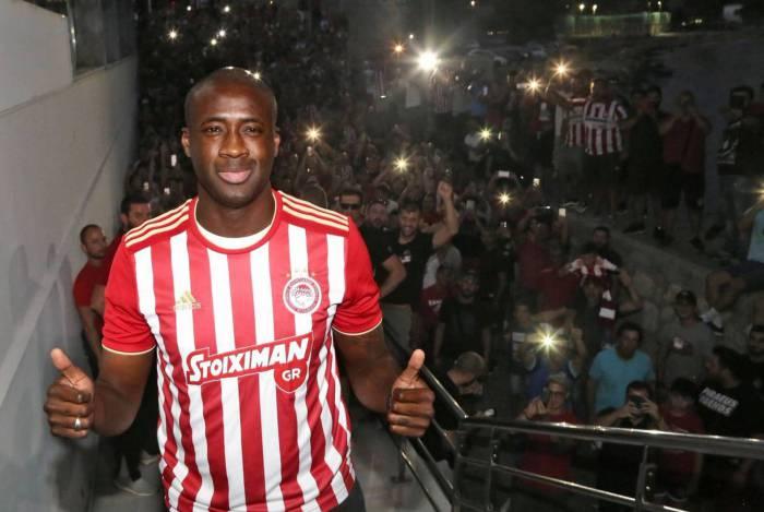 Touré já defendeu clubes como Barcelona, City e Olympiacos