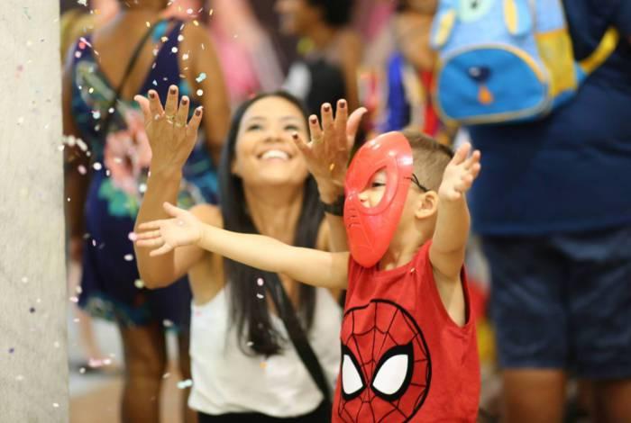 Bailinho de Carnaval no Caxias Shopping