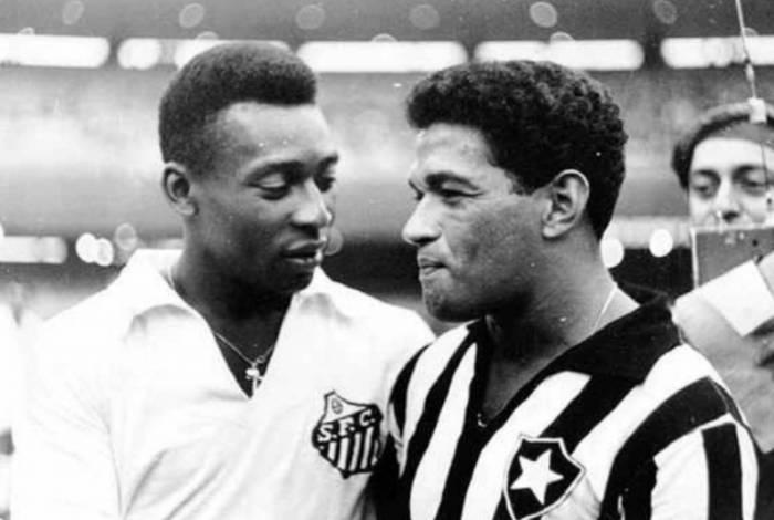 Garrincha em ação pelo Botafogo contra o Santos de Pelé
