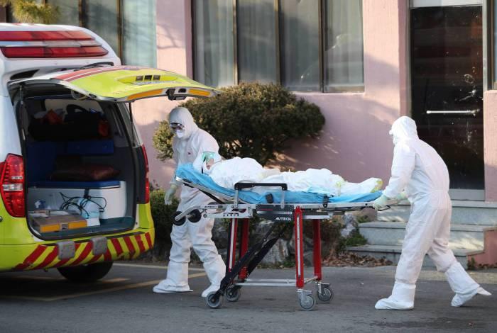 Casos de coronavírus da Coréia do Sul quase dobraram em 21 de fevereiro, subindo acima de 200 e tornando-o o país mais afetado fora da China