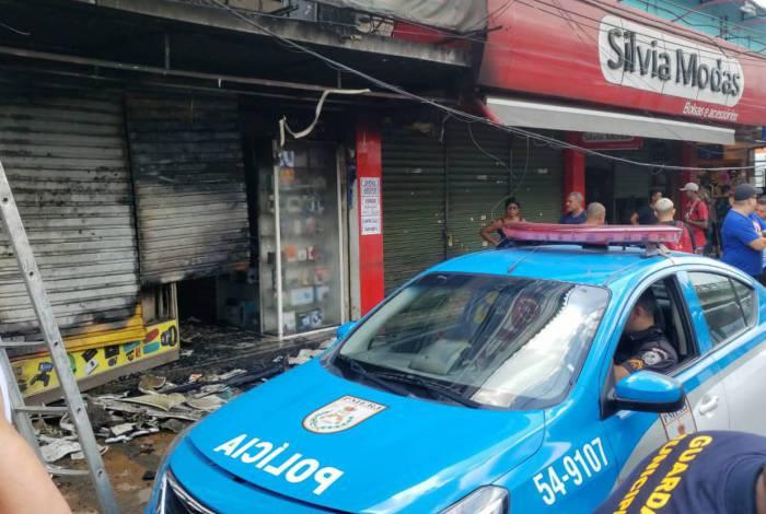 Incêndio destruiu loja de shopping de informática em Alcântara, em São Gonçalo