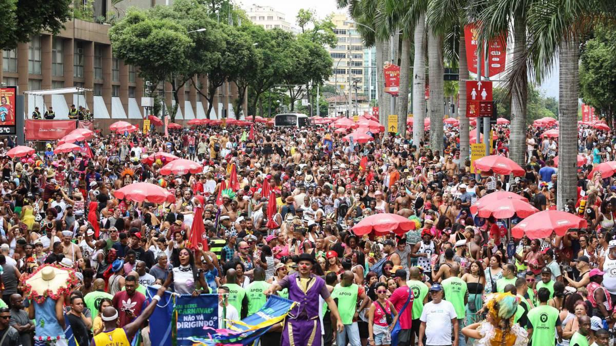 Cerca de 630 mil curtiram desfile do Bola Preta neste sábado de Carnaval