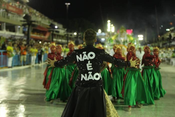 Desfile do Império Serrano: recado para quem desrespeita mulheres