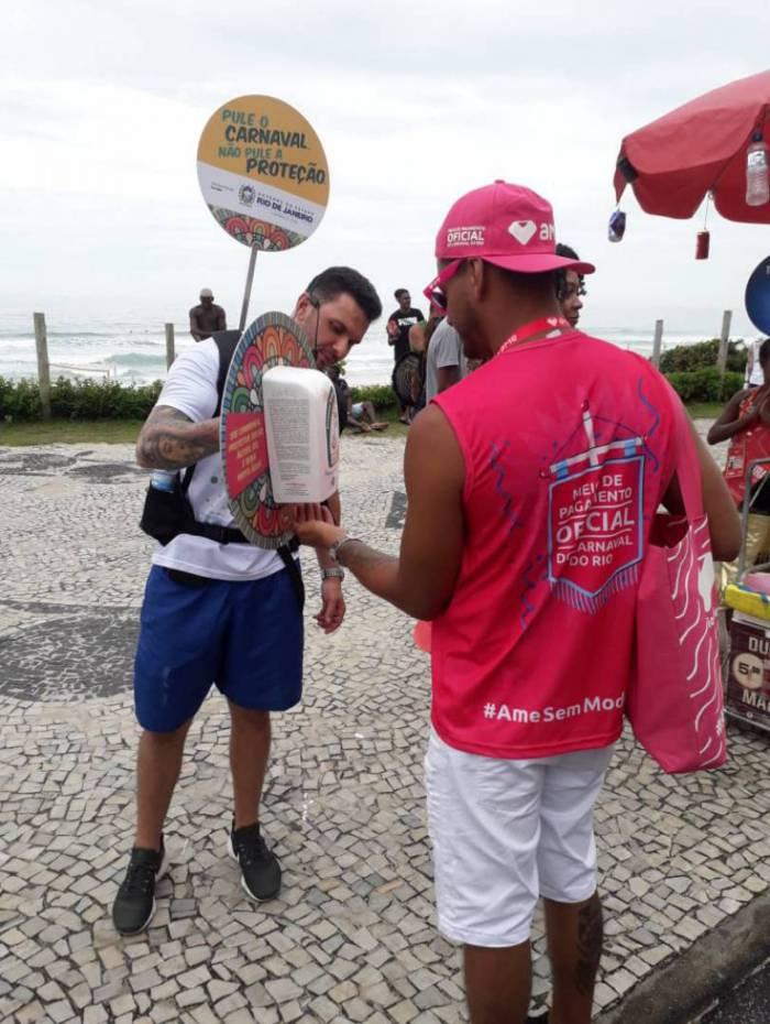Uma das ações ocorre na orla de Copacabana