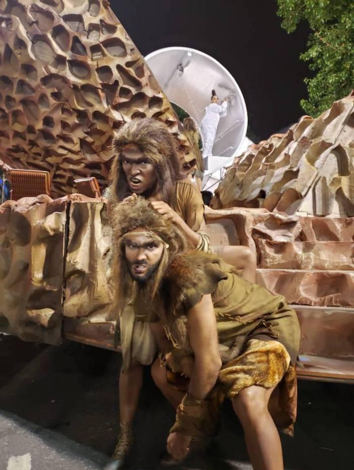Gabriel Areias, 29, e Thainara Matias, 26, são primatas pela Estácio de Sá na Sapucaí