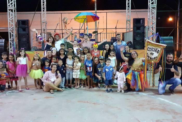 O carnaval organizado pela prefeitura conta com cinco palcos pelos bairros e distritos