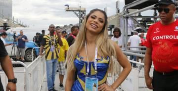 Lexa, rainha de bateria da Unidos da Tijuca disse que apesar da queda, recebeu elogios pelo desfile