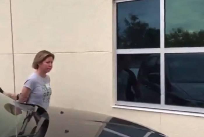 Sarah Boone foi presa por matar o namorado preso em uma mala