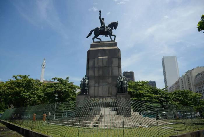 A escultura em bronze pesa cerca de 400 quilos e foi roubada