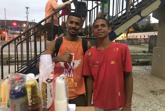 Os amigos Rodrigo Monteiro e Breno França estarão novamente no Sambódromo no Desfile das Campeãs