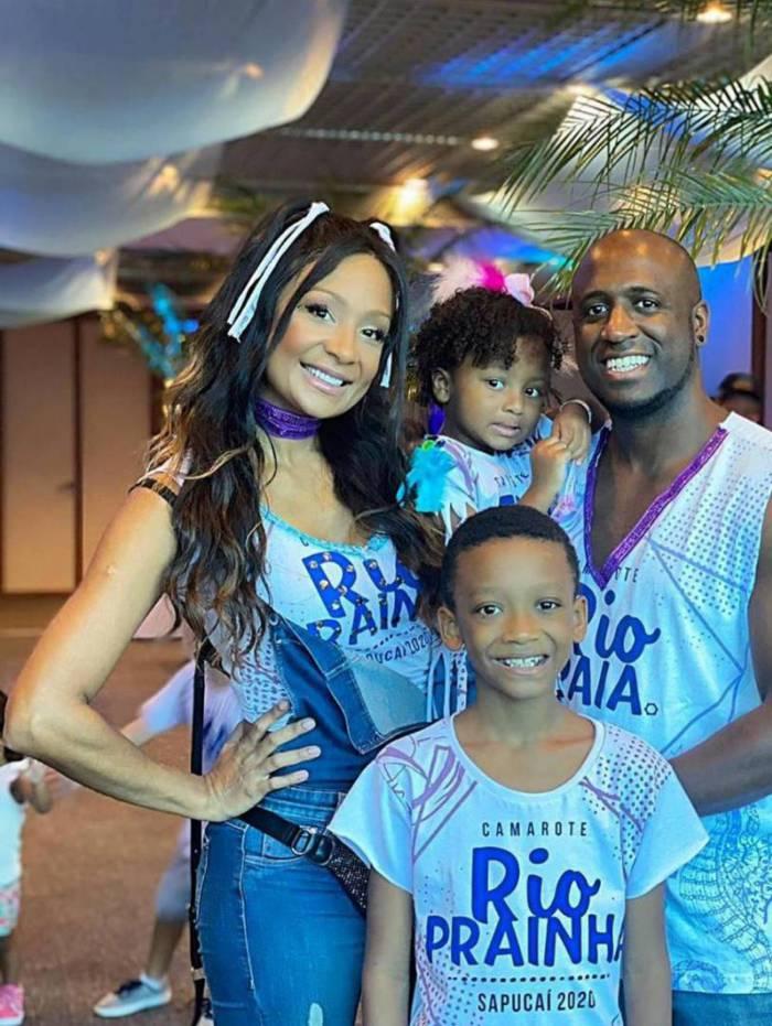 André Marinho e Drika Marinho levaram os filhos para curtir a terça-feira de carnaval no camarote Rio Prainha,