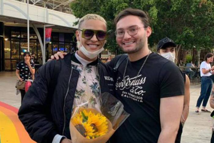 Pabllo Vittar desembarca para show na Austrália com proteção contra o Corona Vírus