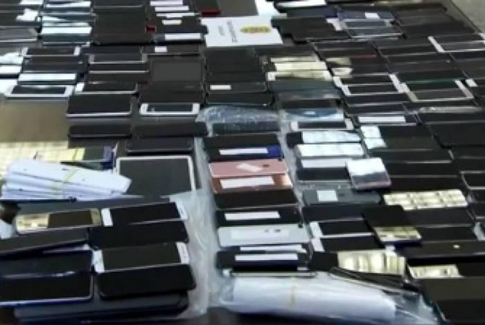 Pelo menos 550 aparelhos foram apreendidos no Aeroporto Internacional de Cumbica, em Guarulhos