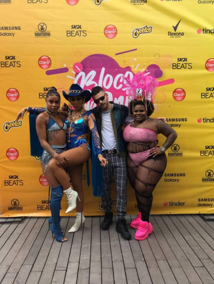 Famosos se reúnem para bloco da Anitta