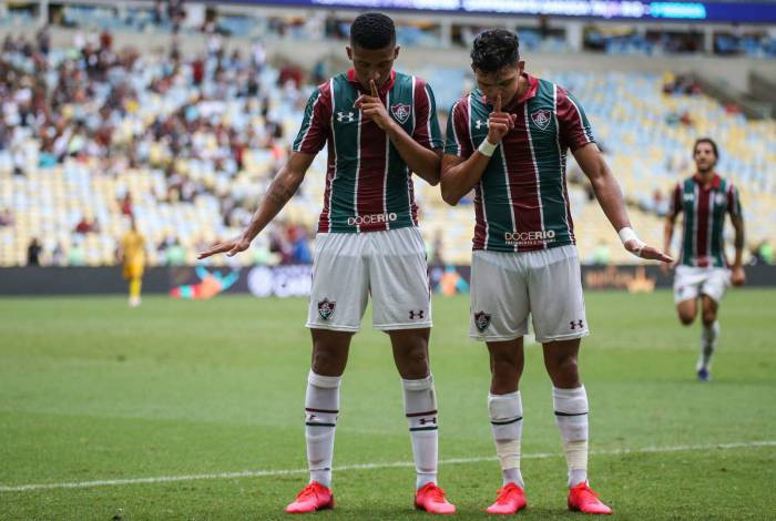 Artilheiros do jogo, Marcos Paulo e Evanilson comemoram o segundo gol do Tricolor
