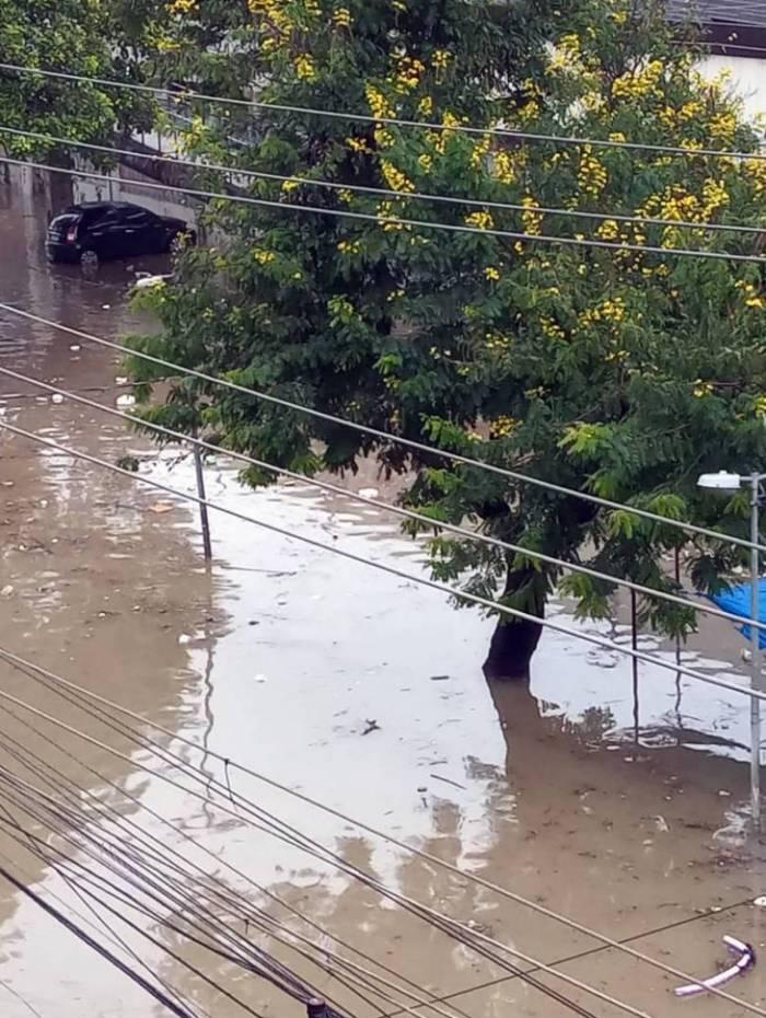 Acari foi bastante castigado pela chuva após transbordamento de rio