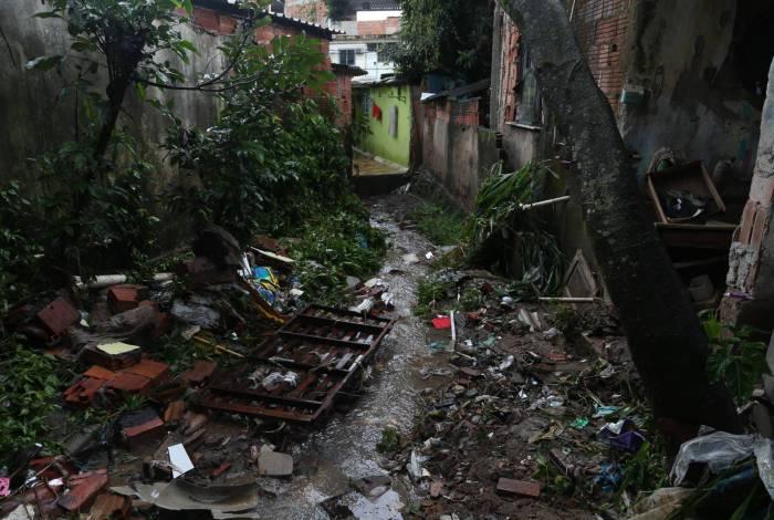 Rio,02/03/2020-MESQUITA,Chuva causa estrago em Mesquita ,na foto. quintal da casa do senhorJorge David.Foto: Cleber Mendes/Agência O Dia
