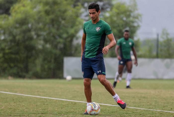 Ganso treinou entre os jogadores que não pegaram o Madureira: sem dores no joelho direito e volta à vista