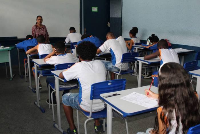 Com suspensão das aulas, pais querem descontos na mensalidade escolar