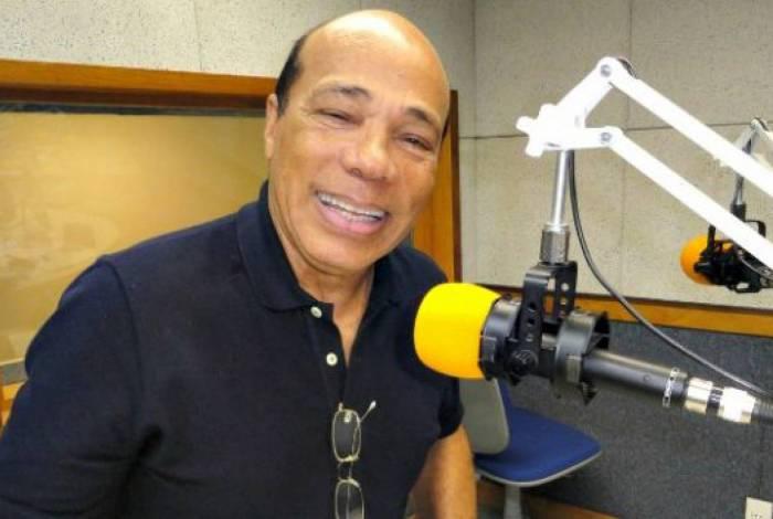 O apresentador Antônio Carlos